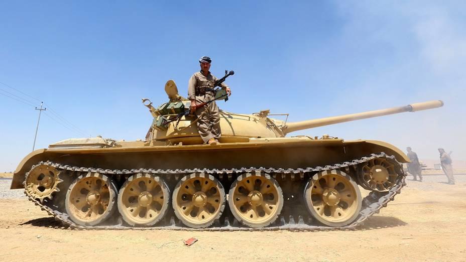 Tropas curdas realizam operação contra os jihadistas militantes do Estado Islâmico no Makhmur, nos arredores da província de Nínive, no Iraque - 08/08/2014