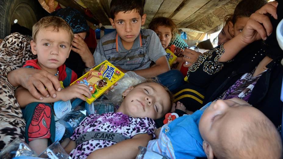 Iraquianos que fugiram da violência na província de Nínive, chegar à província de Sulaimaniya