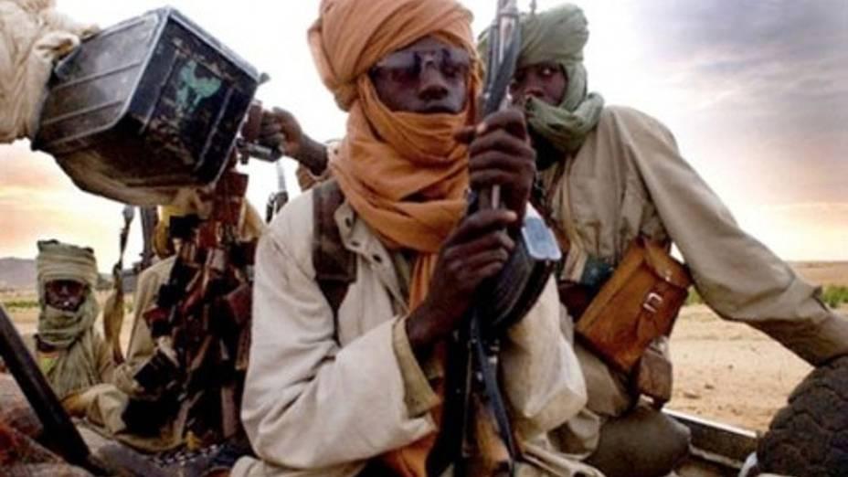 Foto tirada com um celular em 12 de janeiro mostra terroristas islâmicos em Gao, Mali