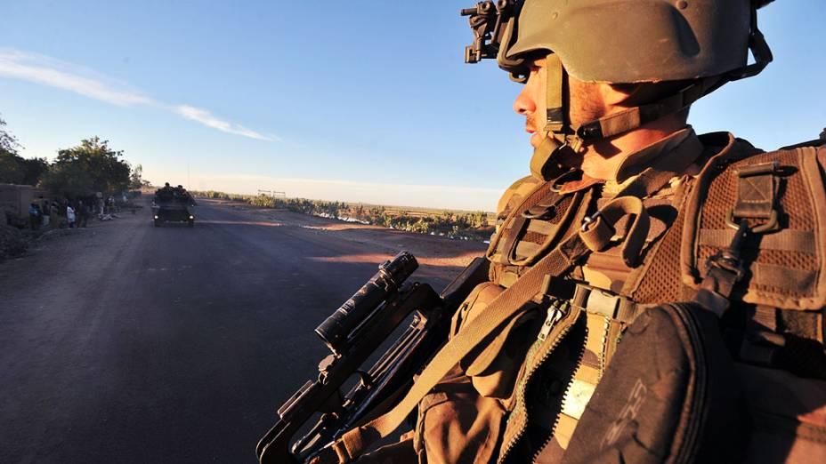 Tropas francesas chegam à cidade de Diabaly, palco de conflitos com rebeldes islâmicos no Mali