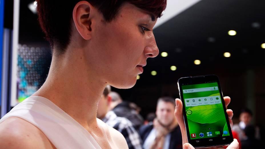 Novo ZTE Grand Memo é apresentado durante Mobile World Congress, em Barcelona, Espanha