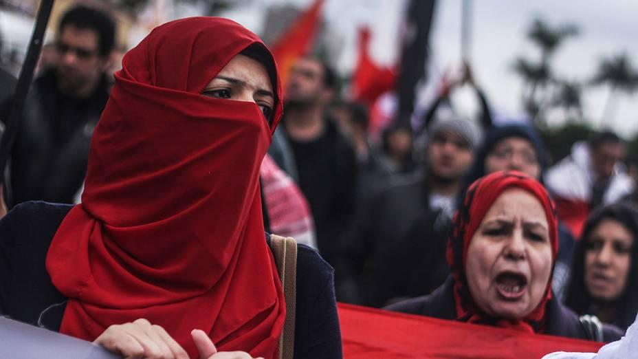 Mulheres durante protesto contra o presidente egípcio Mohamed Mursi, no Cairo