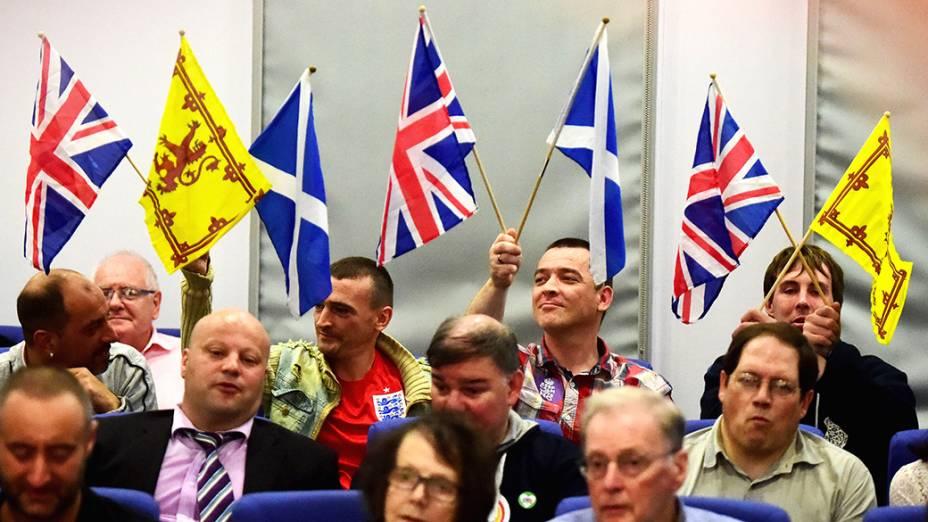 Partidários pró-independência da Escócia durante comício do líder do partido,Nigel Farage, em Glasgow