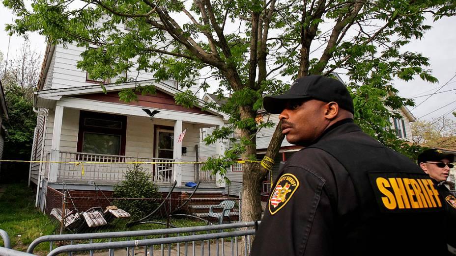Polícia mantêm casa onde as três meninas foram encontradas, isolada do público