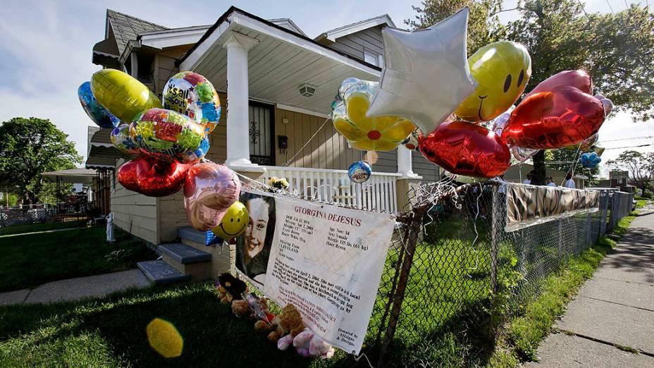 Homenagens são prestadas às meninas encontradas em Cleveland, no Estados Unidos