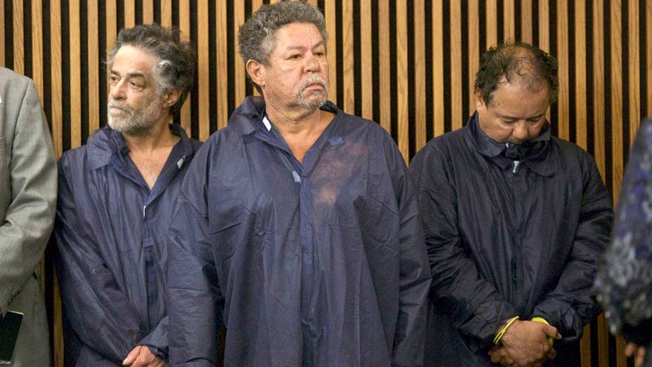 Ariel Castro, Pedro Castro e Onil Castro no tribunal de Cleveland, Ohio. Os irmãos são acusados de sequestrarem três meninas, nos Estados Unidos