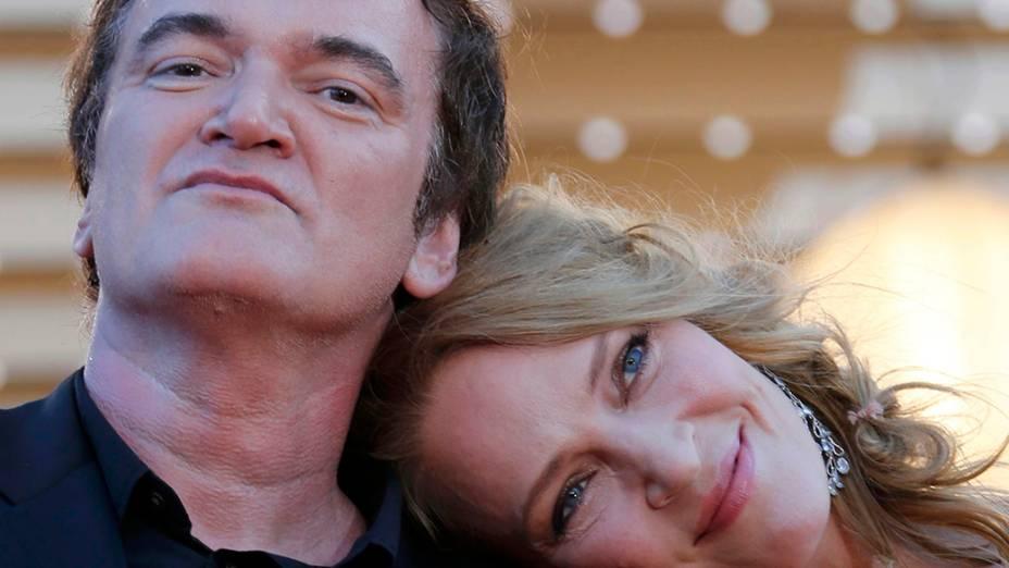 O diretor Quentin Tarantino e a atriz Uma Thurman posam para fotógrafos no taquepe vermelho do 67º Festival de Cinema de Cannes, na França