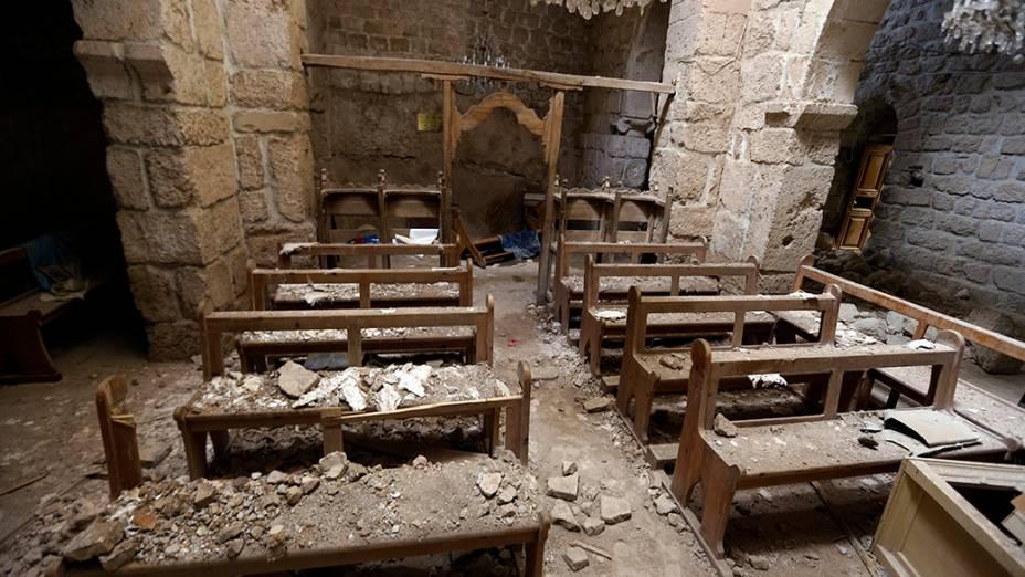 Uma igreja destruída é fotografada na cidade de Maalula, na Síria. O conflito no país já dura mais de três anos