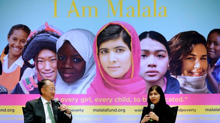 Paquistanesa Malala Yousafzai fala durante uma conferência com o presidente do Banco Mundial, Jim Young Kim, no dia internacional da menina (11/10/2013)