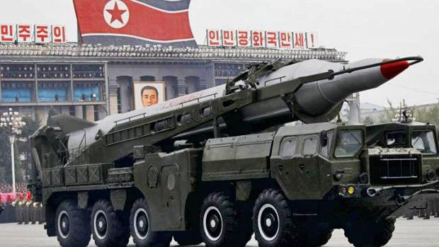 Coreia do Norte exibe míssil Nodong durante desfile militar
