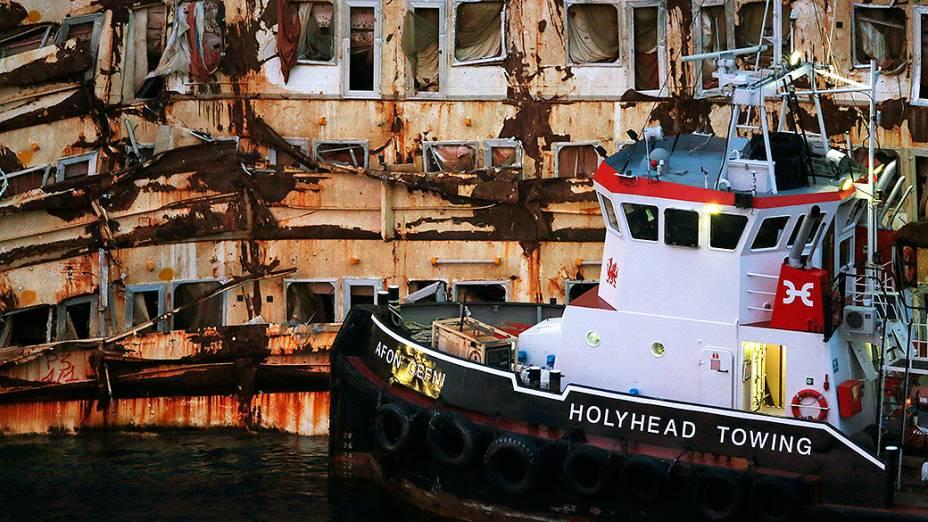 Navio Costa Concordia naufragado em 2012, na costa da ilha Giglio, na Itália
