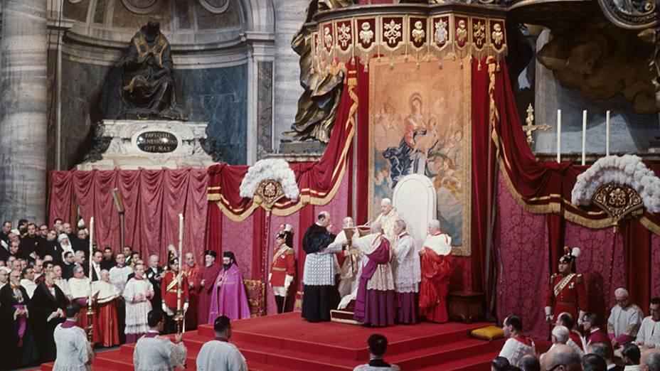 1960 - Papa João XXIII durante cerimônia na Basílica de São Pedro, no Vaticano