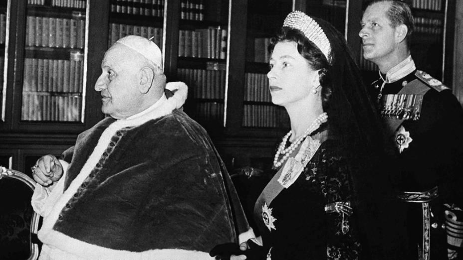 1961 - Papa João XXIII recebe a Rainha Elizabeth II e o príncipe Philip em audiência no Vaticano