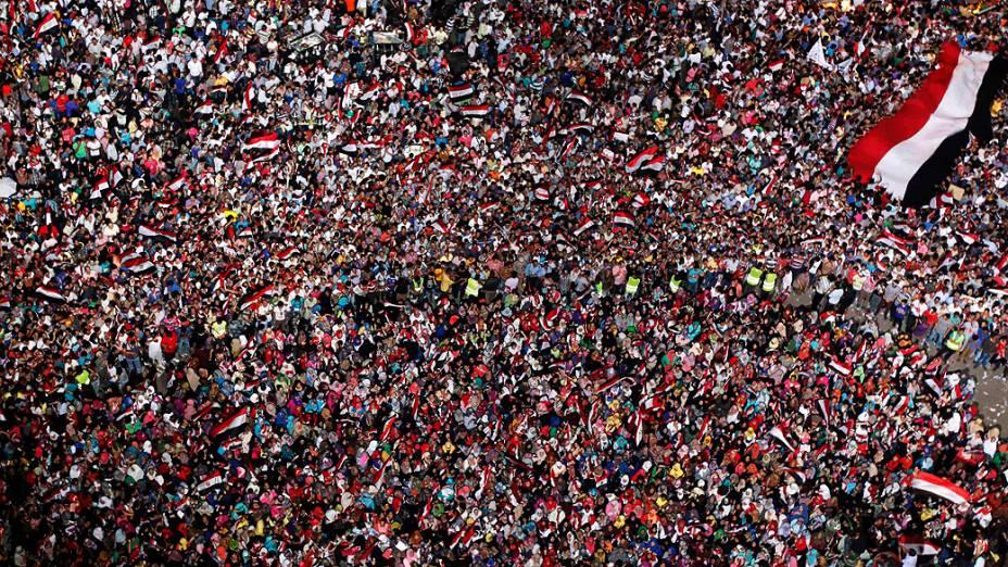 Manifestantes pedem a renúncia do atual presidente do Egito, Mohamed Mursi, segunda-feria (1/07/2013)
