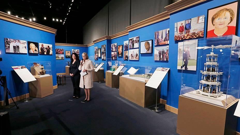 """Pinturas feitas por George W. Bush reunidas na exposição """"A Arte da Liderança: Diplomacia Pessoal de um Presidente"""", na Biblioteca e Museu Presidencial Bush, em Dallas, Texas"""
