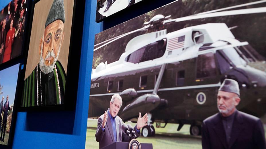 Retrato do presidente afegão, Hamid Karzai, pintado pelo ex-presidente dos Estados Unidos George W. Bush