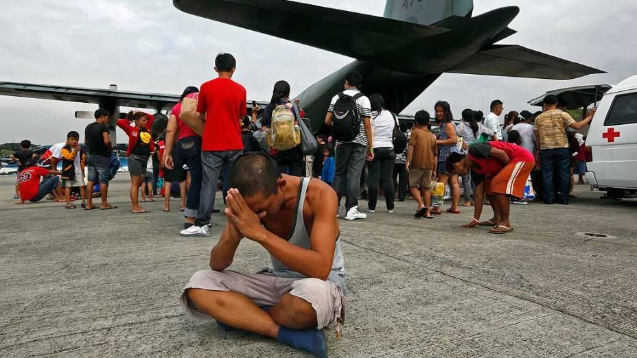 Sobrevivente de Tacloban logo após chegar em Manila, nas Filipinas