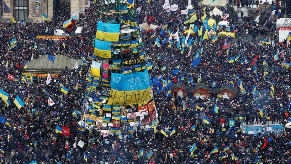 Milhares de manifestantes que defendem acordo da Ucrânia com a União Europeia se reuniram durante um comício nos arredores da Praça da Independência, em Kiev