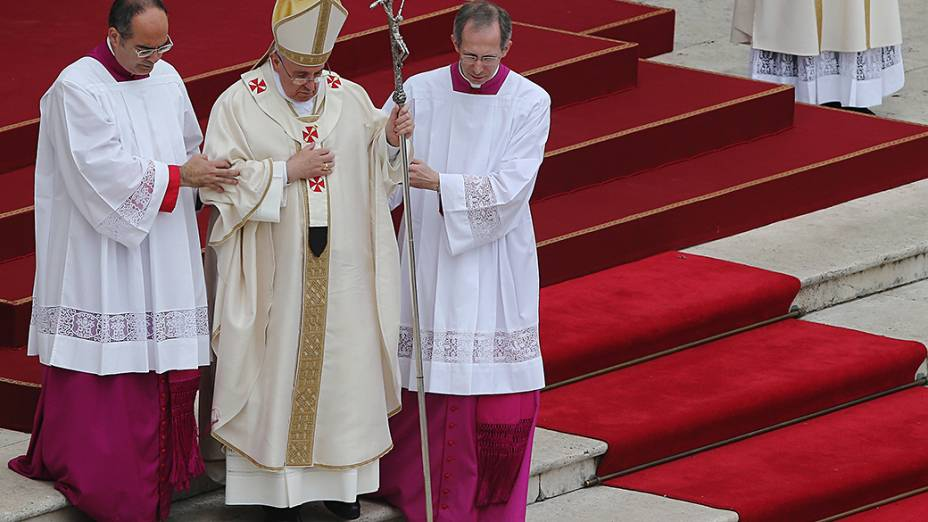 Papa Francisco presidiu a celebração em que a Igreja Católica oficializou a canonização dos papas João Paulo II e João XXIII