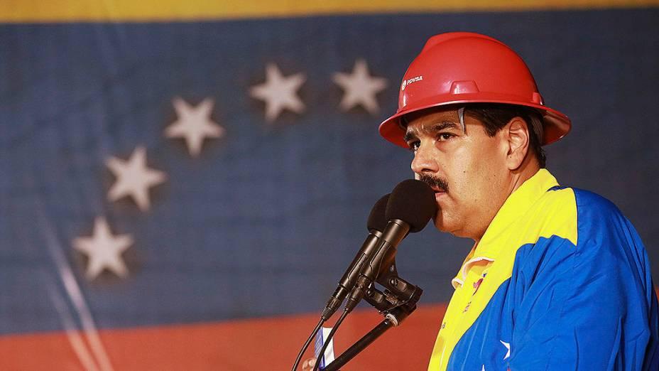 Presidente interino da Venezuela, Nicolás Maduro, fala durante uma reunião com os trabalhadores do petróleo no porto de Guaraguao no estado de Anzoategui, em 20/03/2013