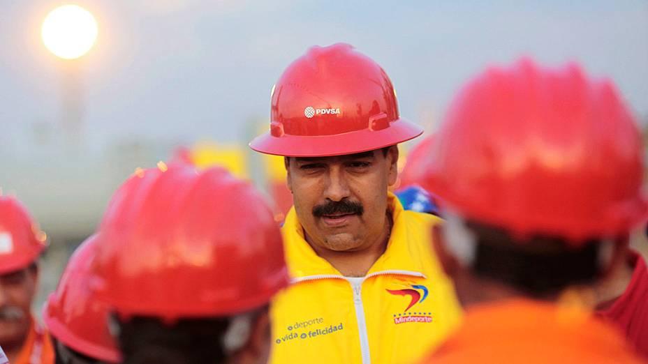 Nicolás Maduro, presidente interino da Venezuela, visita trabalhadores do setor de petróleo no porto de Guaraguao, estado de Anzoategui, em 20/03/2013
