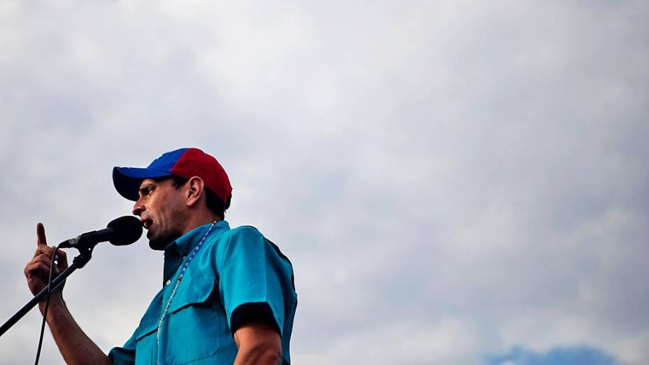 Opositor Henrique Capriles discursa em Carora, no estado de Lara, em 24/03/2013