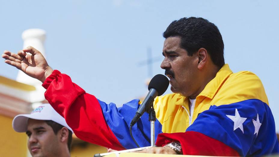 O presidente interino da Venezuela, Nicolás Maduro discursa na comunidade de Yare, em 26/03/2013