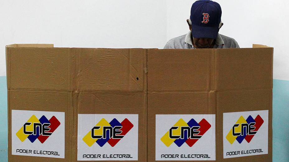 Eleitor venezuelano vota em Caracas