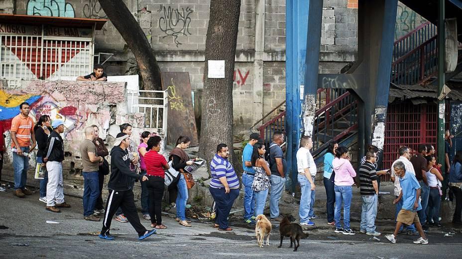 Venezuelanos votam neste domingo (14) para eleger o novo presidente da Venezuela