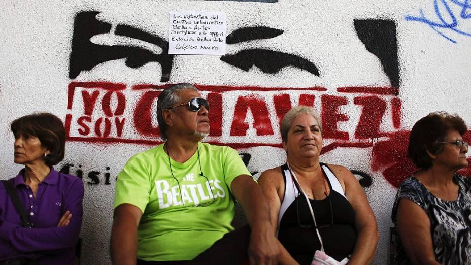 Venezuelanos decidem neste domingo (14), se o novo presidente da Venezuela será Nicolás Maduro, herdeiro de Chávez, ou Henrique Capriles, o candidato da oposição