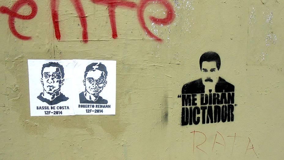 Rosto do Presidente Nicolás Maduro é pichado em um muro de Caracas com a palavra Ditador, na Venezuela
