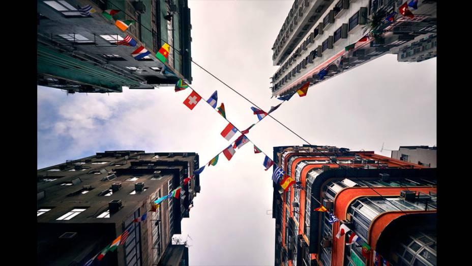 Foto integrante do livro Vertical Horizon publicado pela Asian One sobre os prédios de Hong Kong, considerada umas das cidades mais verticais do mundo