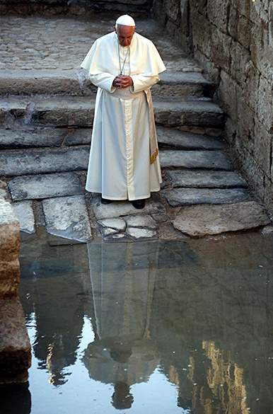 Papa Francisco faz oração em visita a Betânia, em um local à margem do rio Jordão, onde segundo a tradição cristã Jesus foi batizado