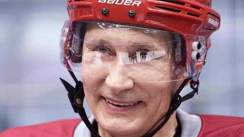 O presidente da Rússia, Vladimir Putin, participou de um jogo de hóquei no gelo no Bolshoi Ice Palace perto de Sochi, às vesperas do início dos Jogos Olímpicos de Inverno