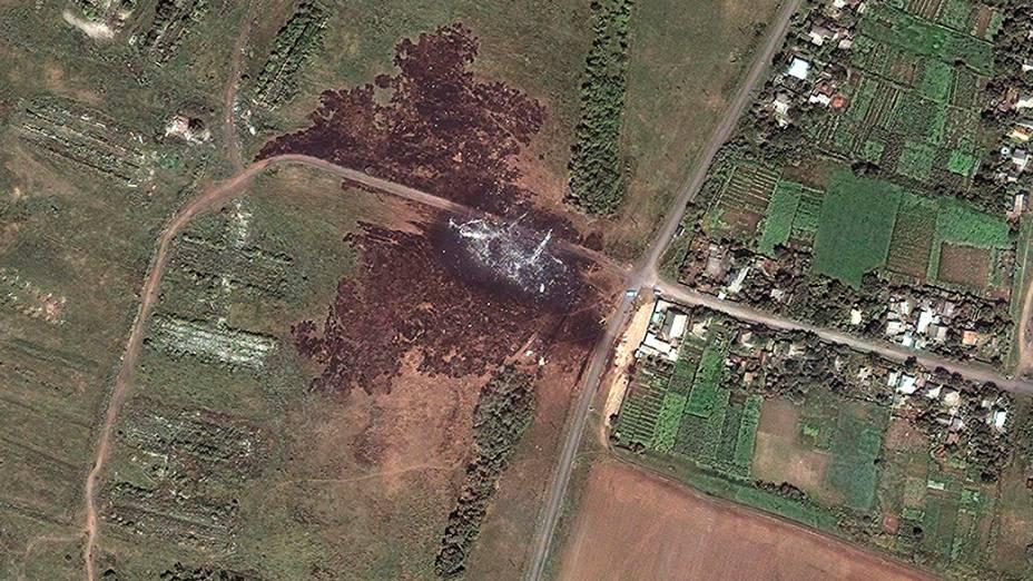 Imagem de satélite mostra o local da queda do boeing 777 da Malaysia Airlines que foi abatido no leste da Ucrânia