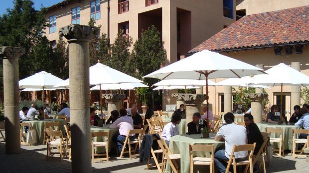 Investidores, mentores e empreendedores se encontram na Universidade Stanford