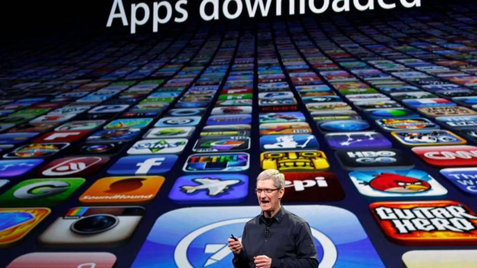 Tim Cook, CEO da Apple, fala sobre o número de aplicativos baixados durante o evento em São Francisco, nos Estados Unidos