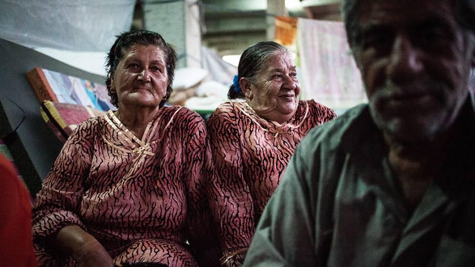 Hassima Hano (esquerda). Famílias cristãs hospedadas em shopping center em construção, sob os cuidados da igreja Saint Joseph, em Ankawa, bairro cristão de Erbil, Iraque