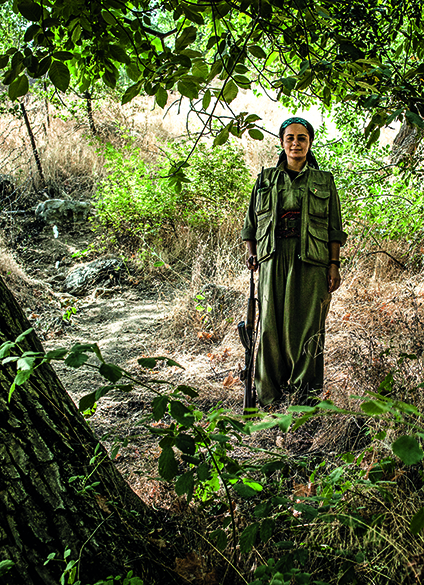 Adar Giyamel, finlandesa, soldada PKK nas montanhas Qandil, norte do Iraque