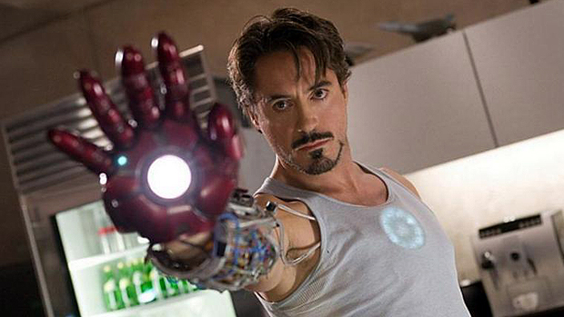 Em <em>Homem de Ferro</em> (2008), Downey Jr. interpreta o empresário e inventor Tony Stark.