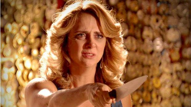Ivana ameaça Max com faca