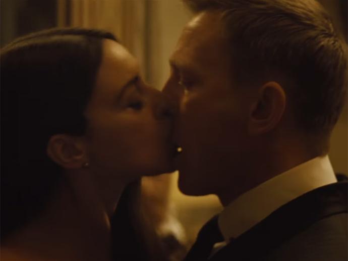 James Bond (Daniel Craig) e Lucia Siarra (Monica Bellucci)