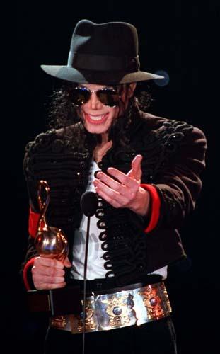 Para receber um prêmio em Monte Carlo em 1993, ele vestiu uma jaqueta com bordados
