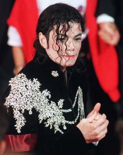 No Festival de Cannes em 1997, usou uma jaqueta de veludo com aplicações brilhantes