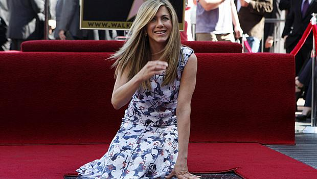 Jennifer Aniston ganha estrela na Calçada da Fama, em Hollywood, nos EUA