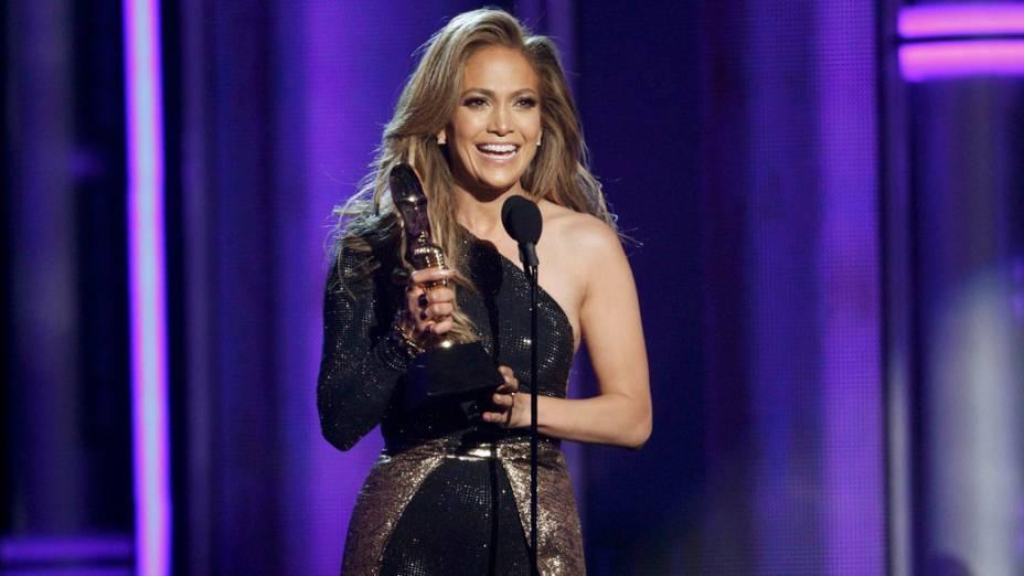 Jennifer Lopez recebe homeangem no Billboard Music Awards 2014