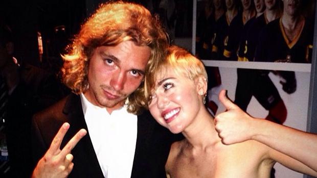 Miley Cyrus e Jesse Helt no Video Music Awards (VMA)