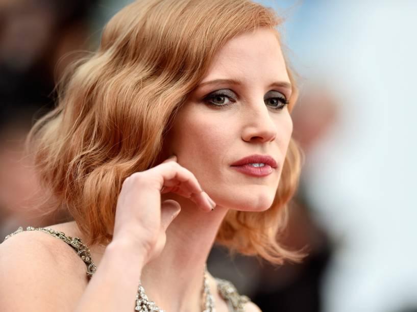 A atriz apostou em olhos mais marcados com sombra escura e um batom em tom de rosa na boca