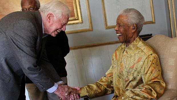 Jimmy Carter, ex-presidente dos EUA, e Nelson Mandela, em 2010