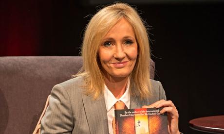 """Partidária do não, a escritora J.K. Rowling doou um milhão de libras à campanha pró-União e disse que teme  os riscos da independência. <br>""""Se deixarmos o Reino Unido não existirá volta."""""""